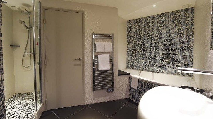 hotel-mercure-clemenceau-des-salles-de-bains-design-modernes-et-tout-equipees