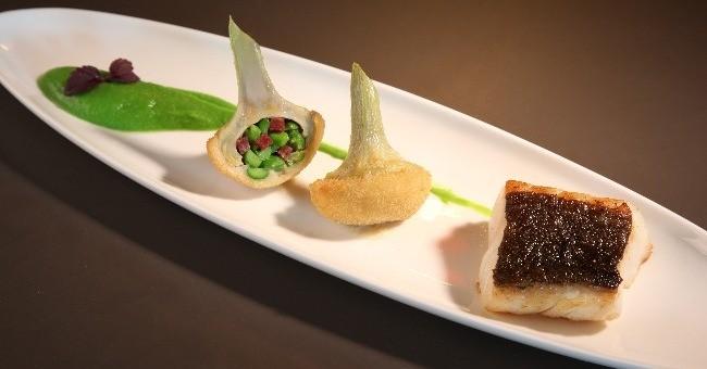 jambon-blanc-a-truffe-saint-jacques-bretonnes-snackees-ecrase-de-pommes-de-terre-beurre-d-algues-oeuf-de-tobico-wasabi-vos-papilles-delecteront